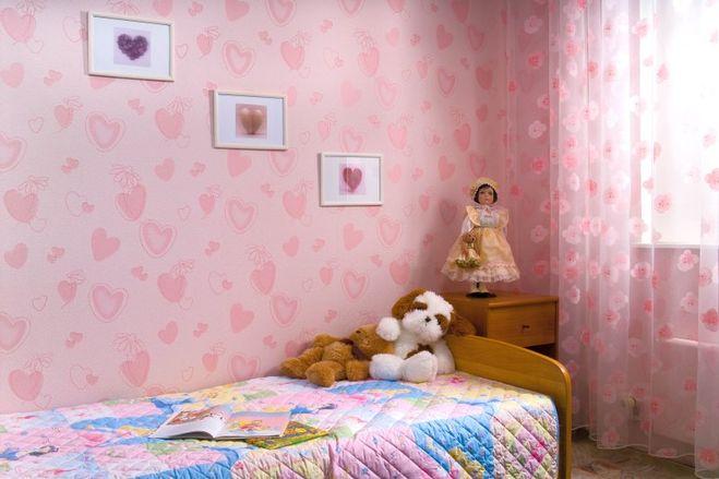Обои в детскую комнату, примеры удачных интерьеров | 439x659