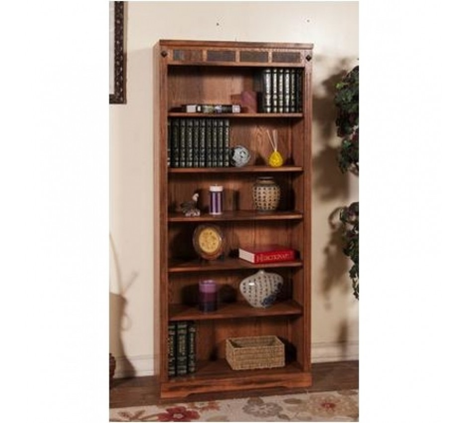 Открытый книжный шкаф - фото