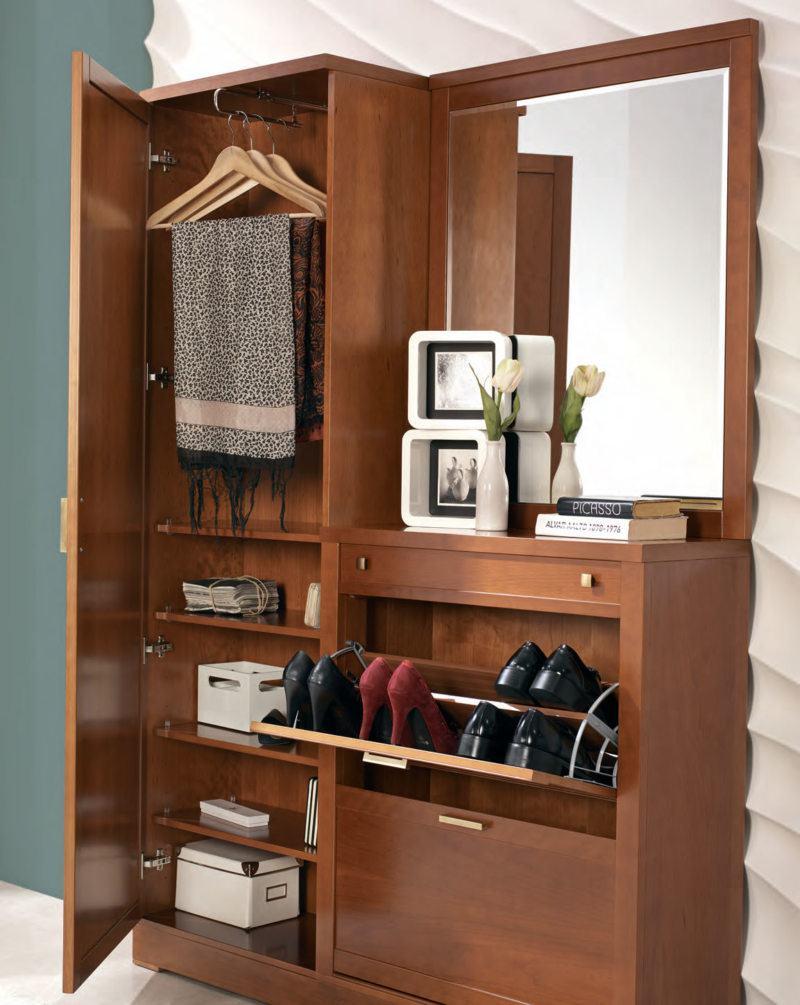 Створчатый шкаф с зеркалом и встроенной обувницей