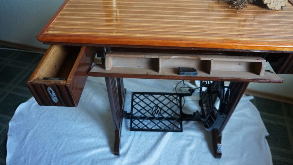 столик от старой швейной машинки
